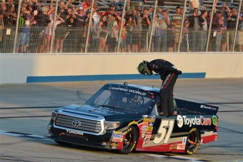 Busch goes 4-for-4 with dominant Dover Truck win