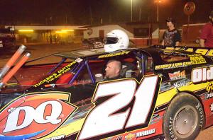 Frankie Beard of Hartwell, GA won the Pro Late Model race