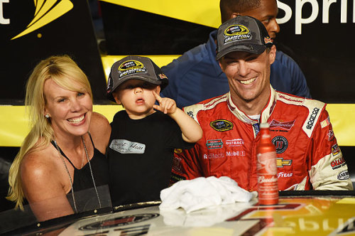 Harvick wins at Homestead to secure first NASCAR Sprint Cup championship