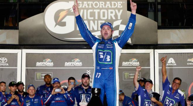 Ricky Stenhouse Jr. wins second straight plate race in wild Coke Zero 400